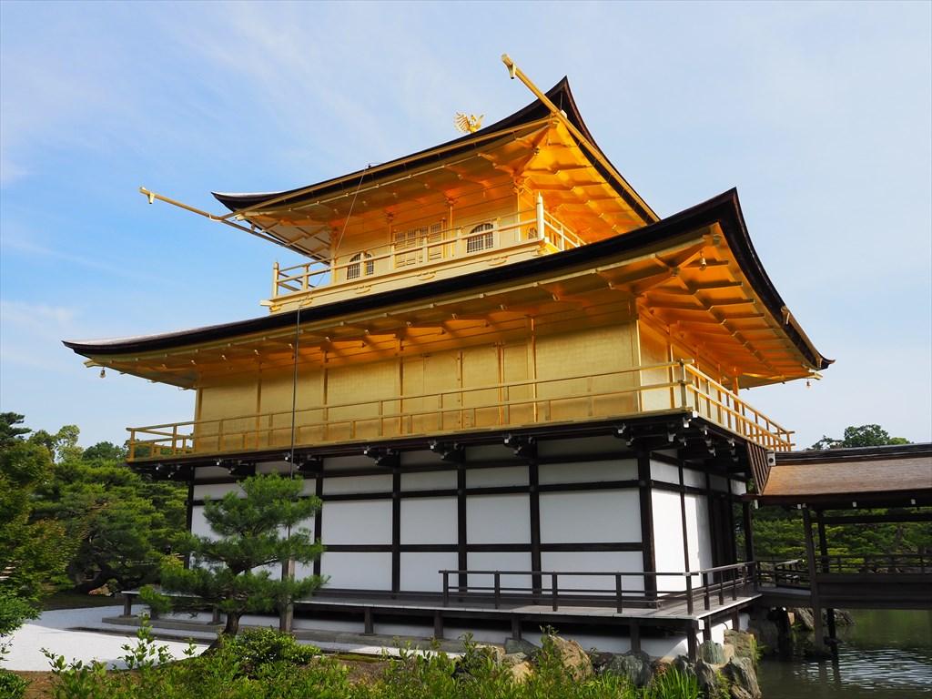 観光客が少なく静かに佇む金閣寺