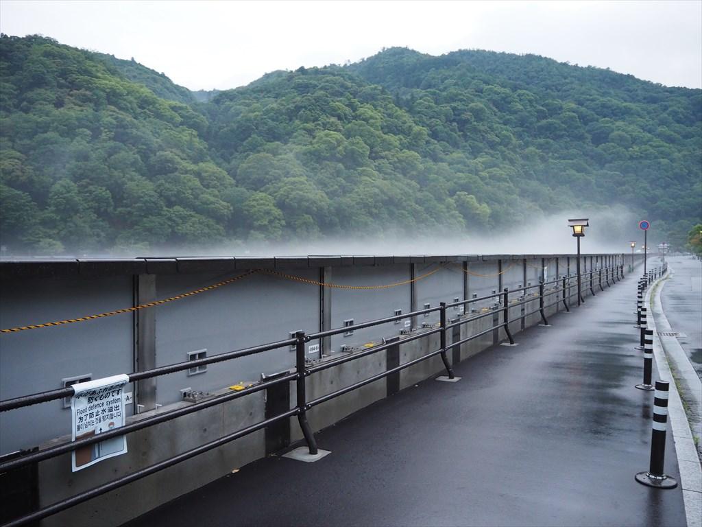 嵐山 大堰川の可動式止水壁