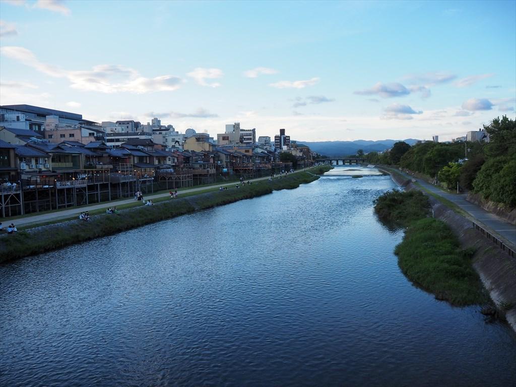 夏の鴨川の風景