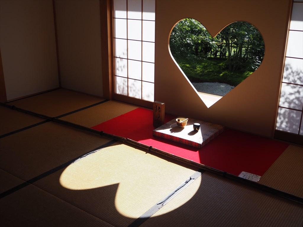 正寿院 風鈴まつりとハート形の日差し