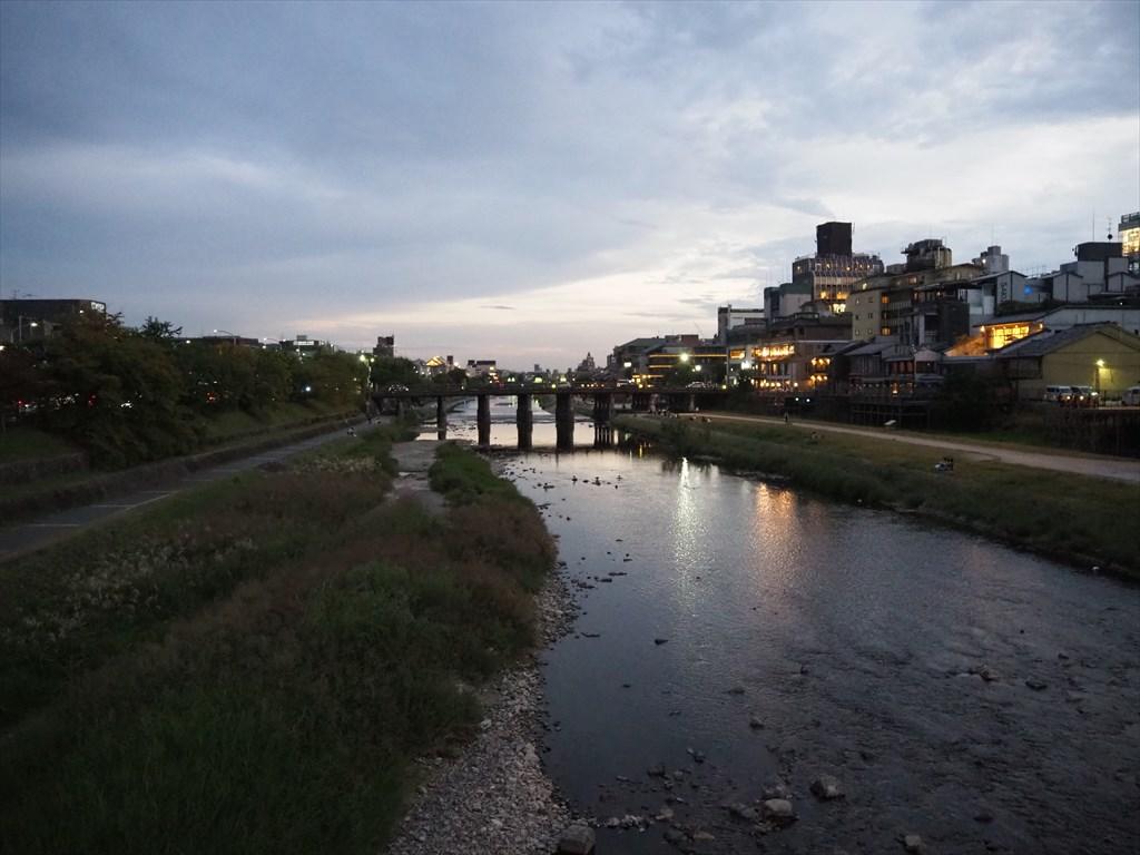 夕暮れの鴨川と疏水